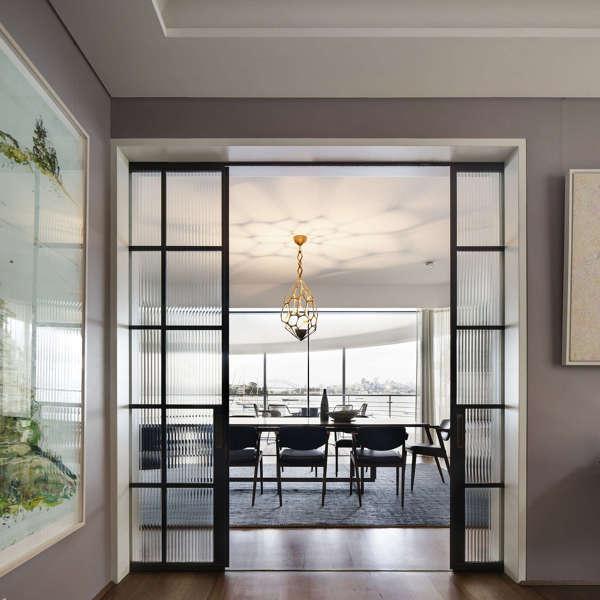 Opciones de puertas en una reforma integral de vivienda.